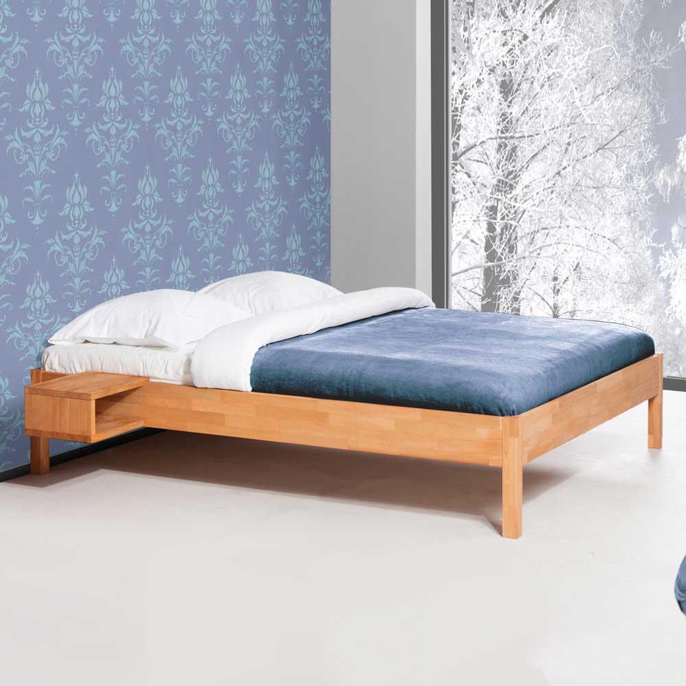 Bett in Buchefarben ohne Kopfteil