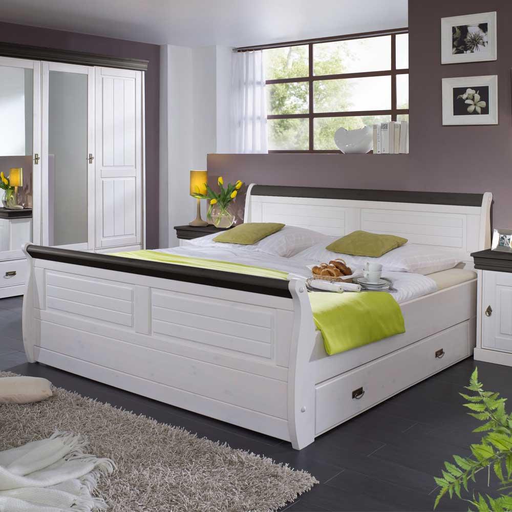 Landhausbett in Weiß Braun | Schlafzimmer > Betten > Landhausbetten | Weiß | Massivholz | Basilicana