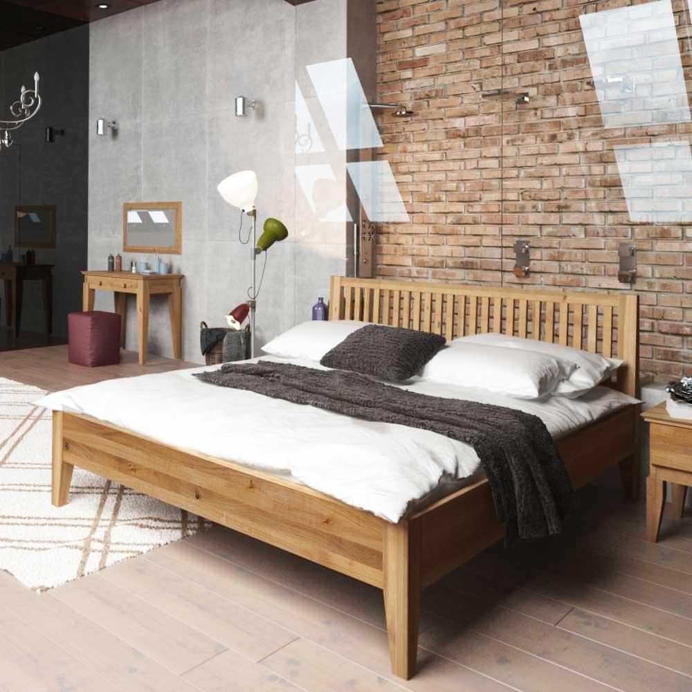 Schlafzimmer Bett aus Wildeiche Massivholz geölt