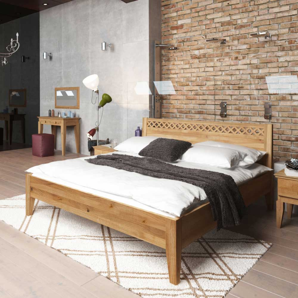 Bett aus Wildeiche Massivholz modern
