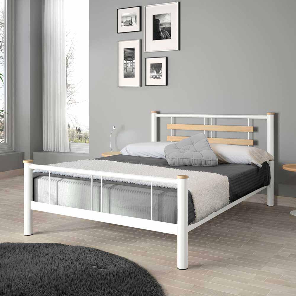 Metallbett in Weiß mit Eiche Massivholz | Schlafzimmer > Betten > Metallbetten | Weiß | Metall | Violata Furniture