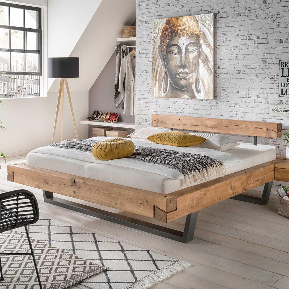 Schwebendes Balkenbett aus Wildeiche Massivholz modern