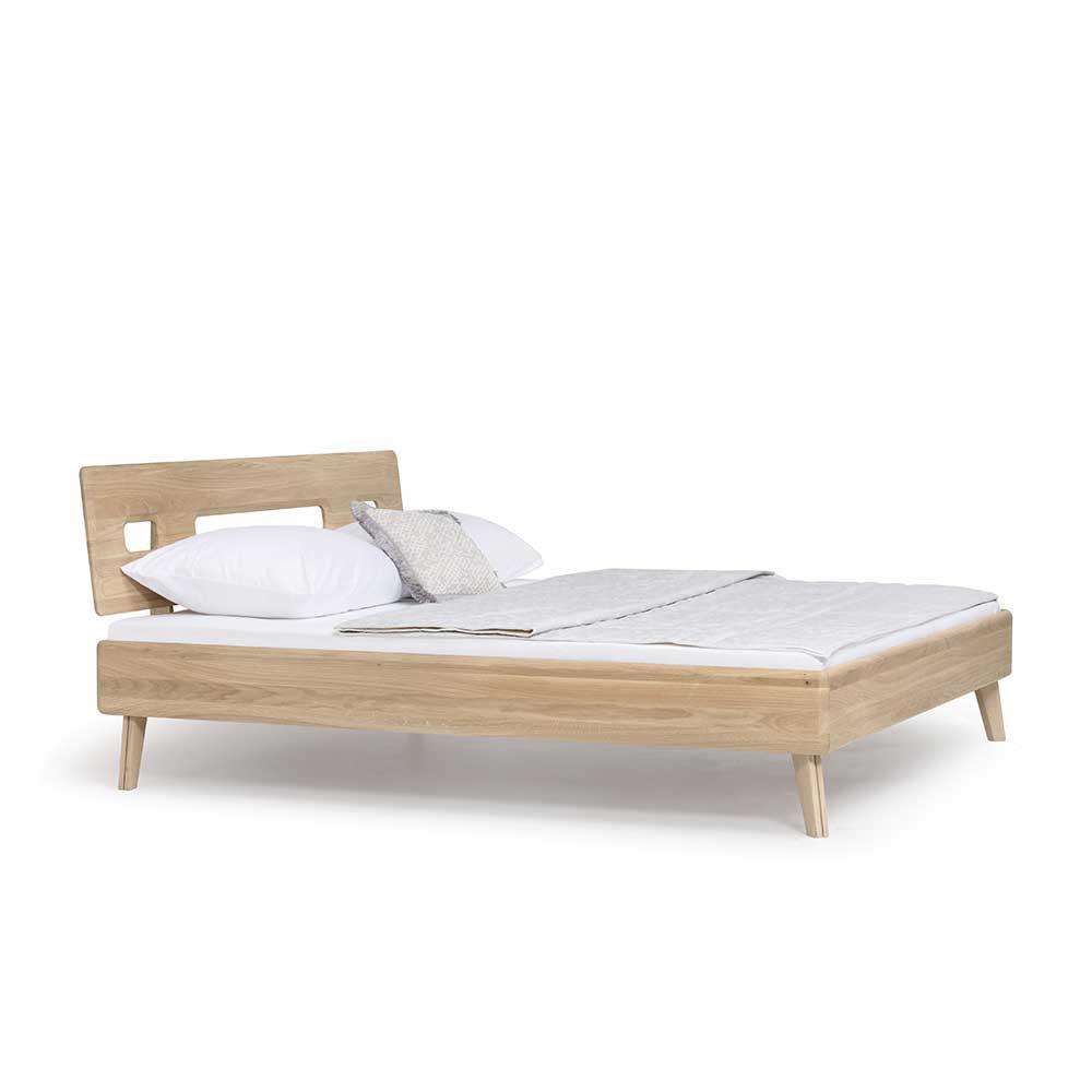 Massivholzbett aus Wildeiche weiß geölt Skandi Design