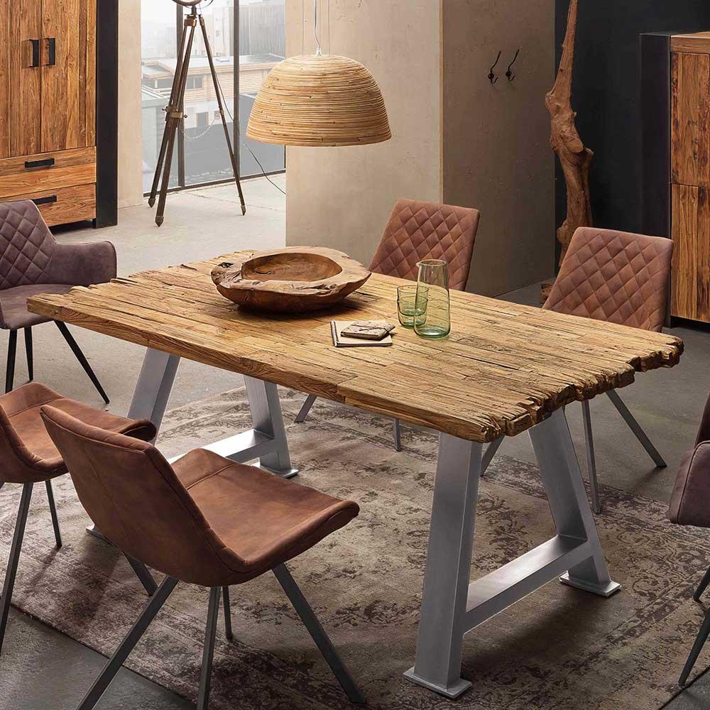 Loft Esstisch aus Recyclingholz und Metall lackiert