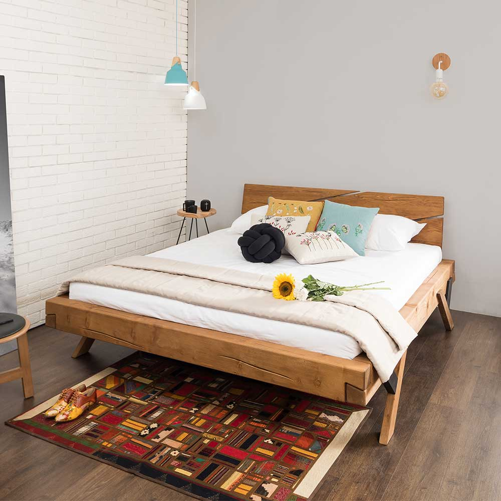Balkenbett aus Fichte Massivholz Antik Finish