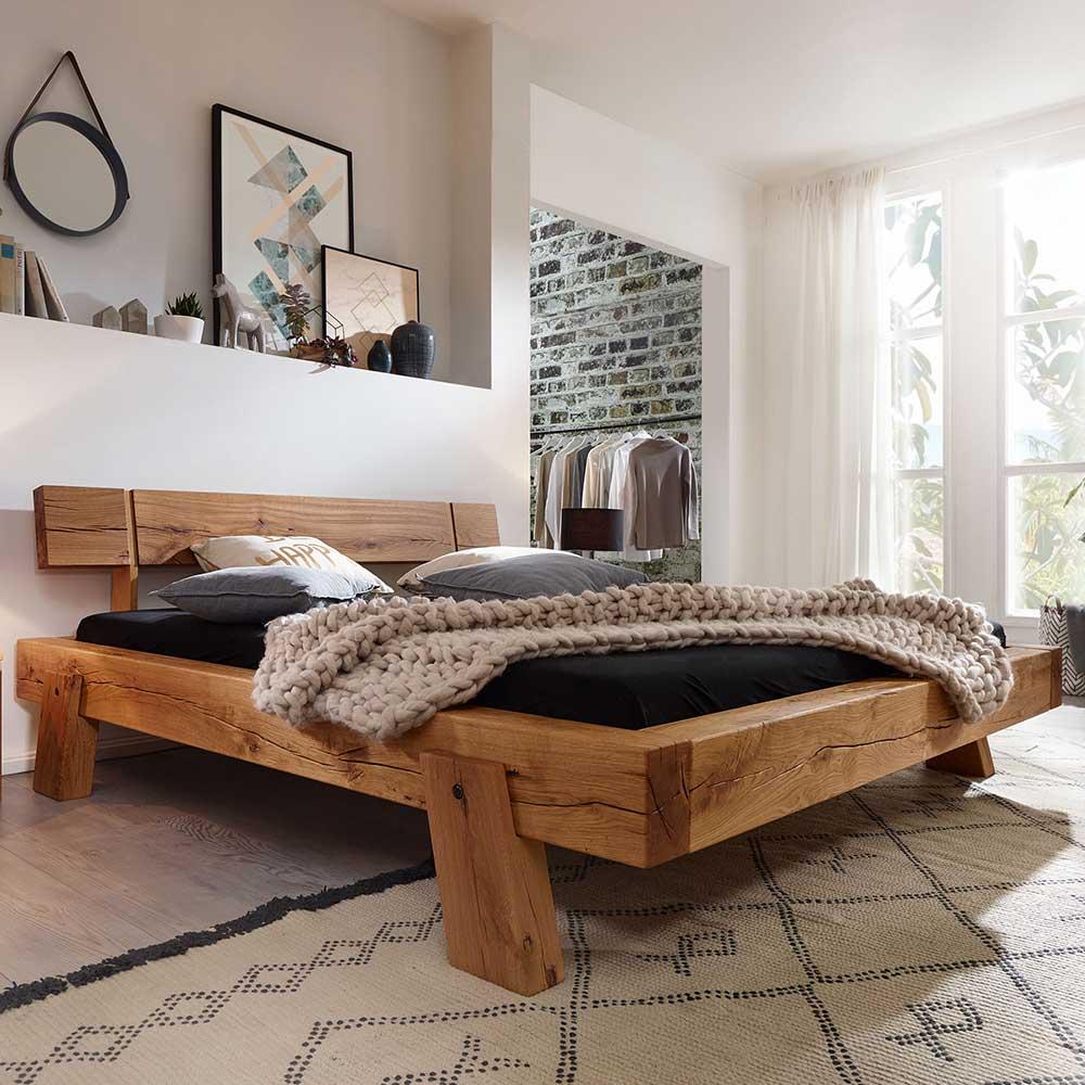 Balkenholz Bett aus Wildeiche Massivholz Landhaus Design