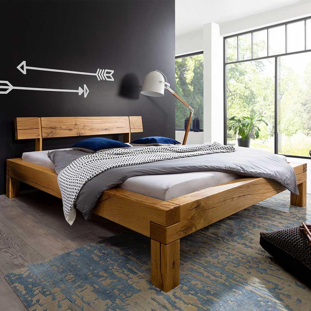 Balkenbett aus Wildeiche Massivholz Landhausstil