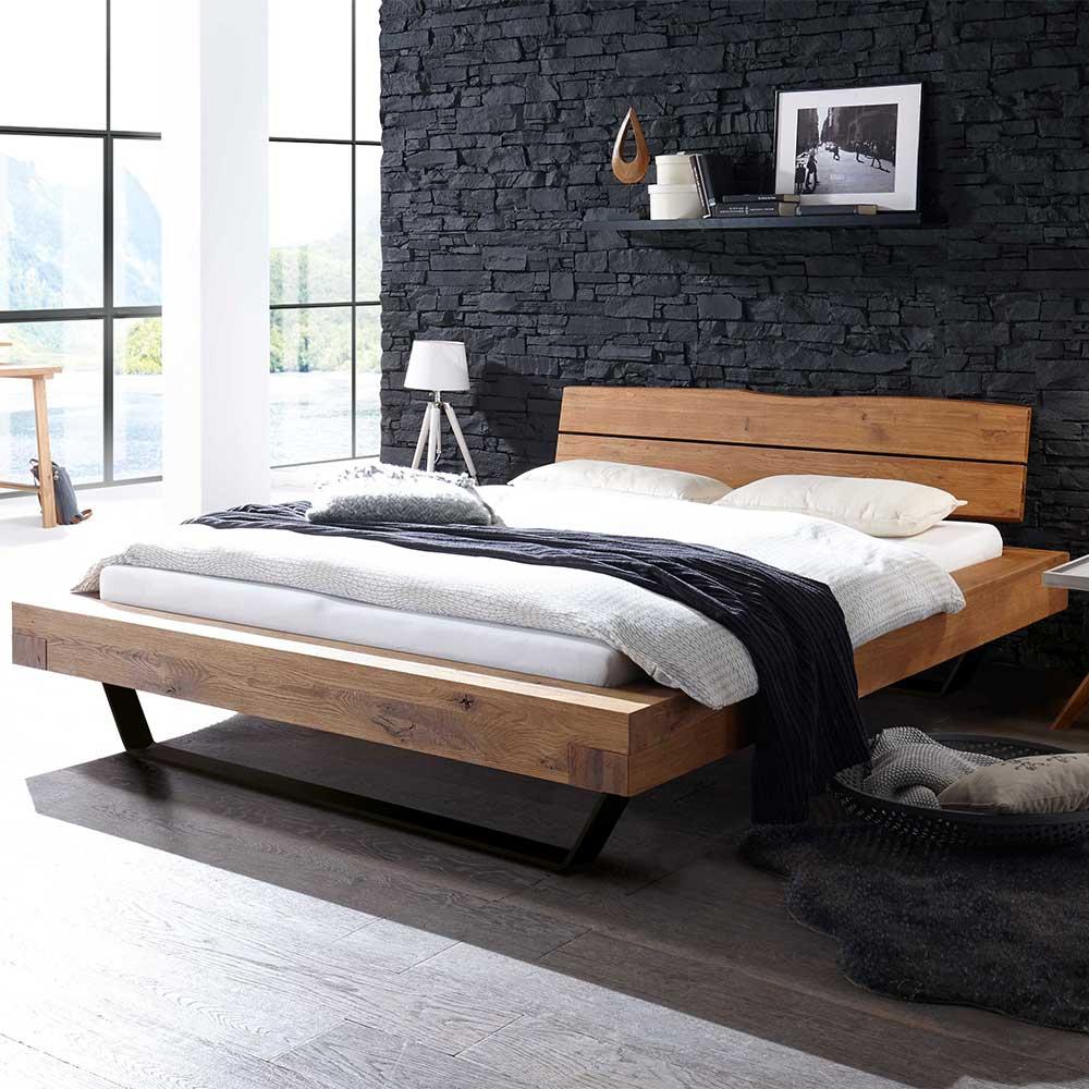 Niedriges Bett aus Wildeiche Massivholz und Metall Loft Design