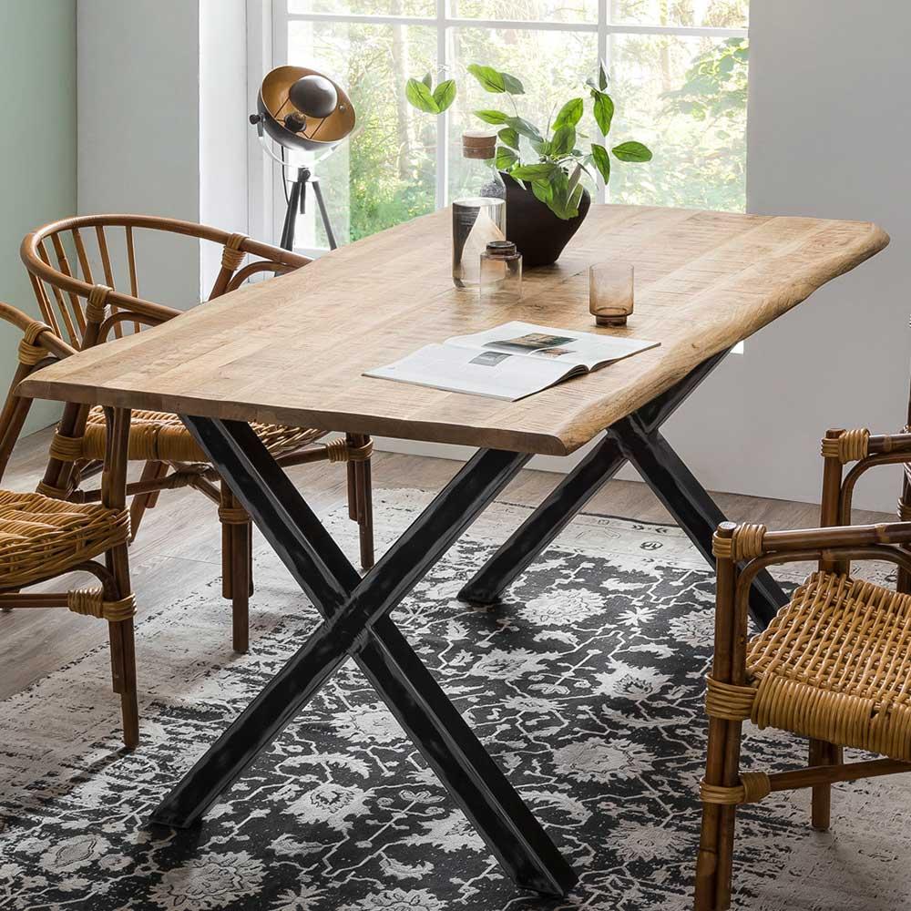 Design Esstisch aus Mangobaum Massivholz und Eisen Baumkante